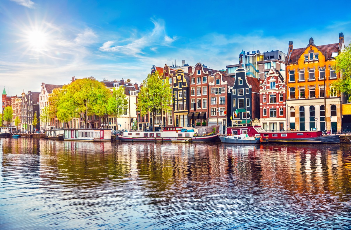 amsterdam-Fot.-Yasonya-Shutterstock